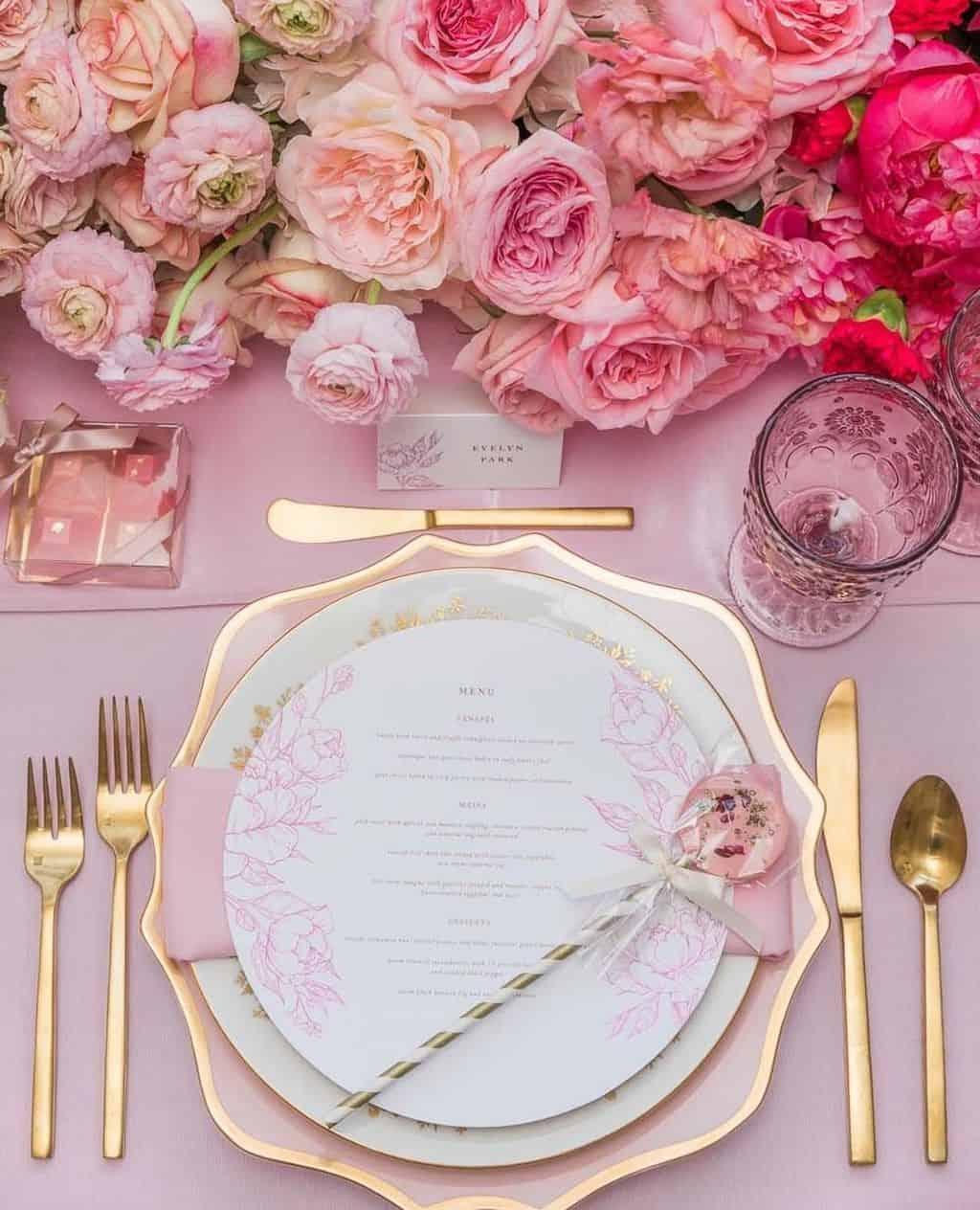 ピンクのバラの花言葉は?色や本数で意味が変わるバラをプレゼントに♡のカバー写真