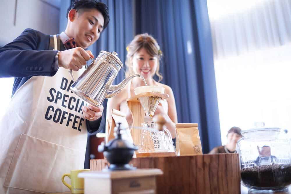 コーヒー好きさん必見!コーヒーを使った結婚式演出18選のカバー写真