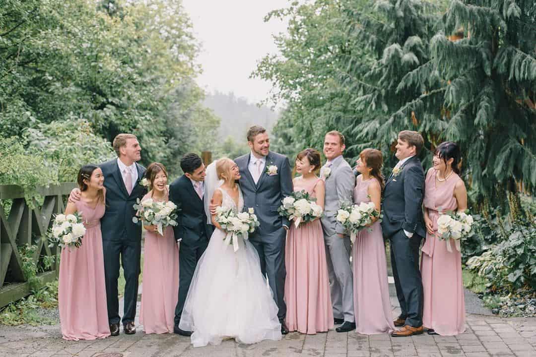 結婚式お呼ばれにロングドレスはマナー違反?おすすめの通販・レンタルできるサイトも紹介*のカバー写真