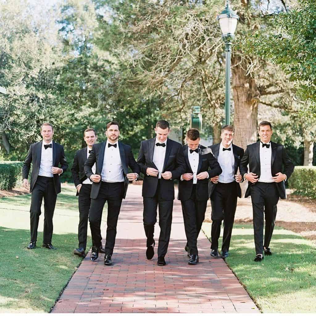 結婚式【ベストマン】はアッシャーたちのまとめ役!役割・服装・依頼するときのポイントは?のカバー写真