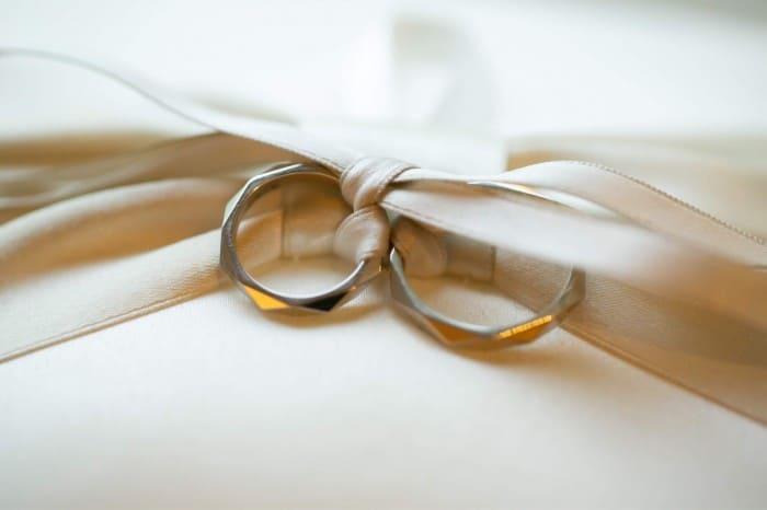ブシュロンは重ね付けが楽しめる大人上品な結婚指輪【口コミあり♡】のカバー写真 0.6657142857142857