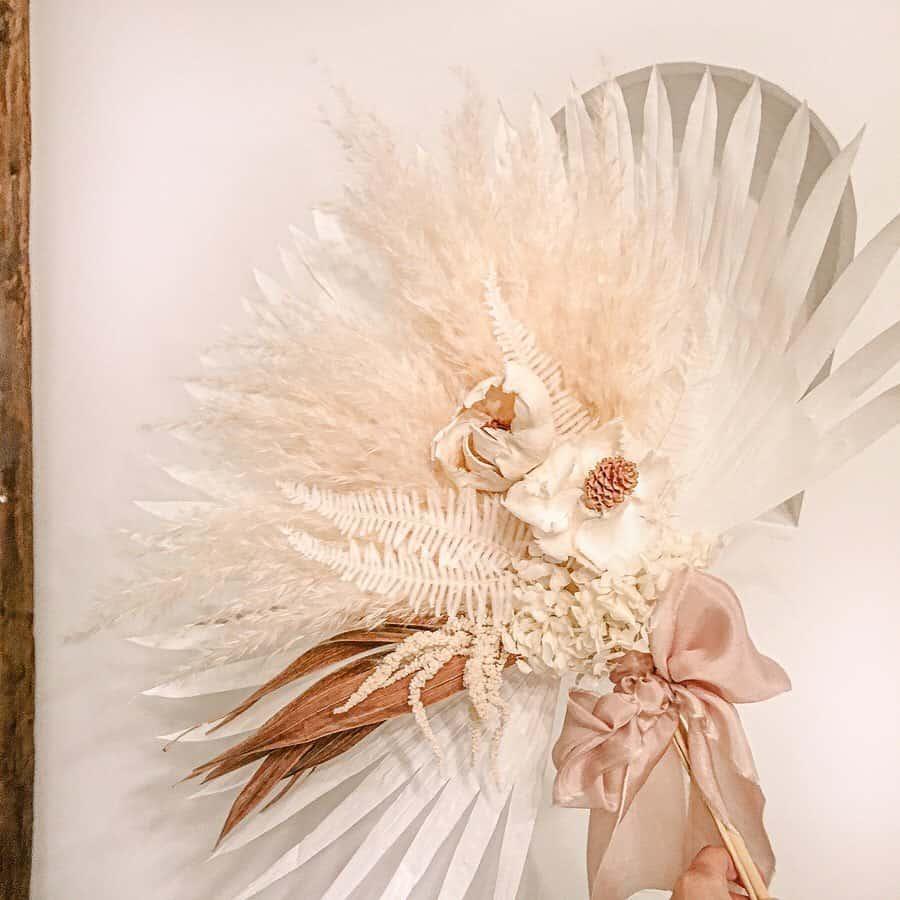ウェディングブーケやウェルカムスペースに♡トレンドのパームリーフのおすすめアレンジ12選のカバー写真 1