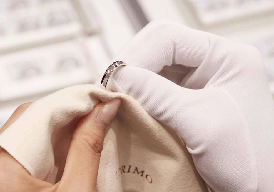 結婚指輪の傷をピカピカに!自分でできる対処法から傷を防ぐ対策までのカバー写真 0.6995708154506438