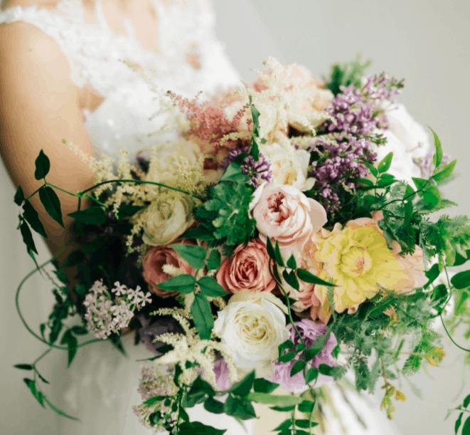 結婚式のお花って何使えばいいの?【季節別】お花の種類総まとめ♡のカバー写真 0.924357034795764