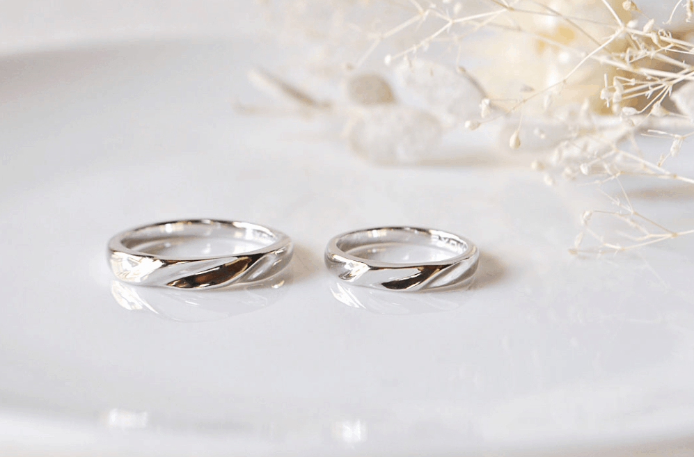 ホワイトゴールドの結婚指輪は海外で大人気?プラチナとの違いも解説のカバー写真