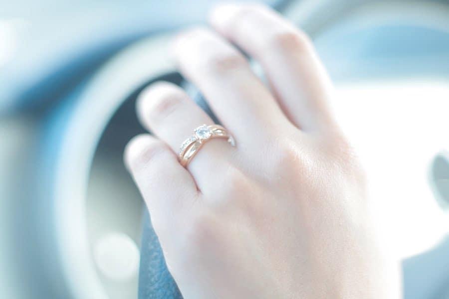 婚約指輪は普段使いしてOK?おすすめの婚約指輪もご紹介♡のカバー写真 0.6666666666666666