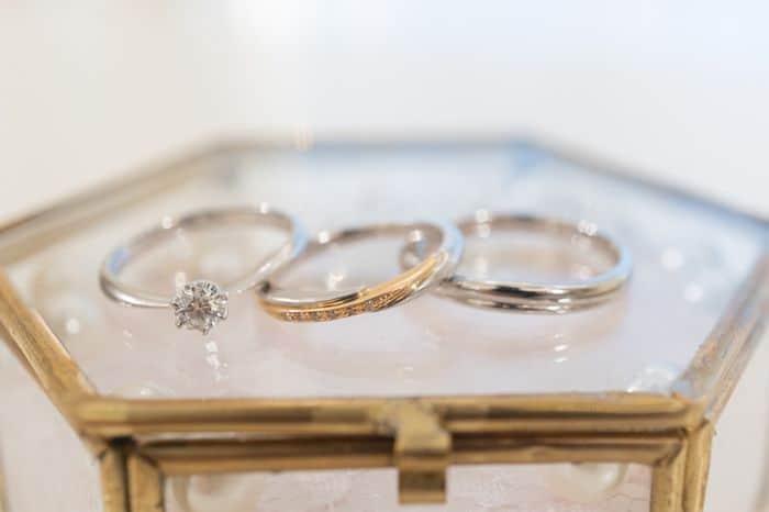 ホワイトゴールドの結婚指輪は海外で大人気?プラチナとの違いも解説のカバー写真 0.6657142857142857