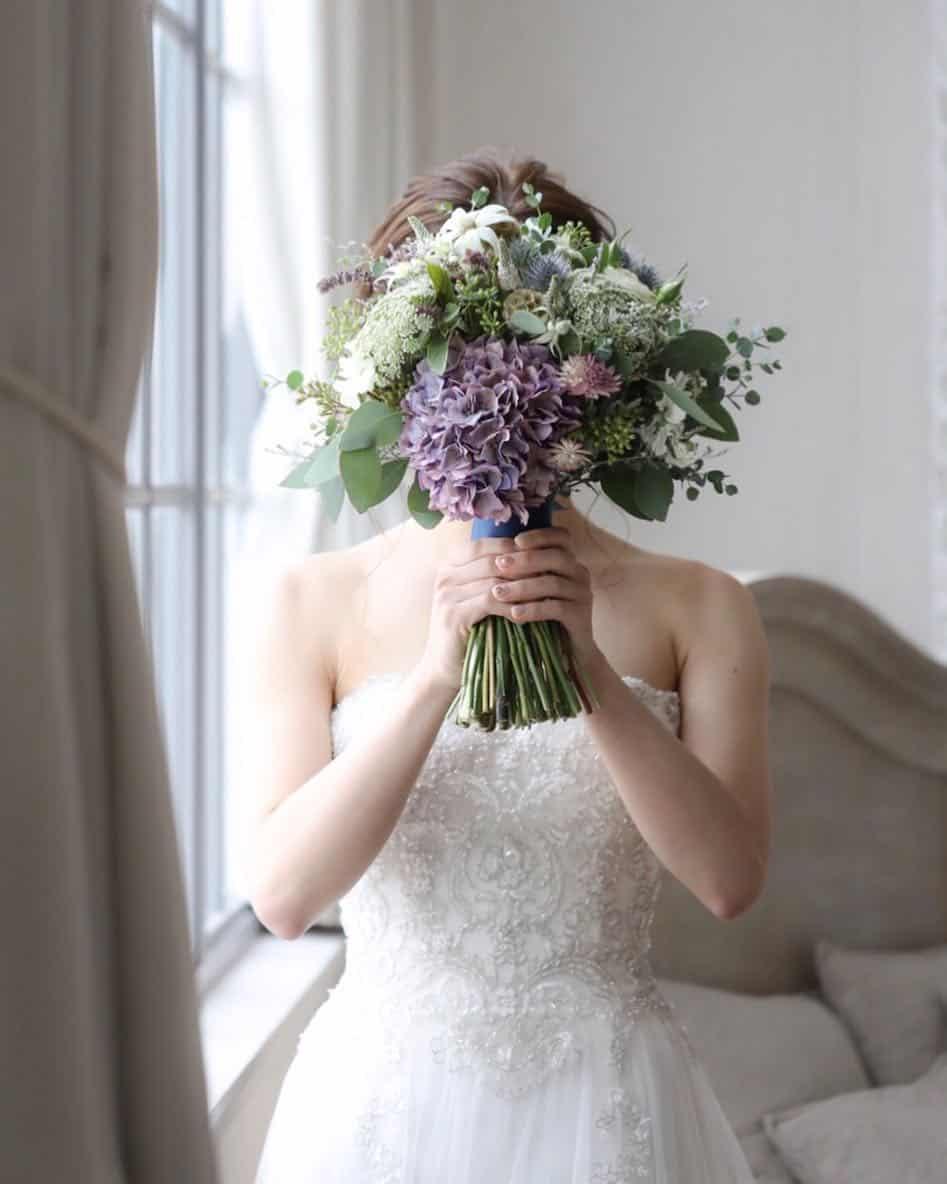 カラーバリエーションとニュアンス感が魅力♡アジサイが主役のブーケ20選のカバー写真 1.2502639915522704