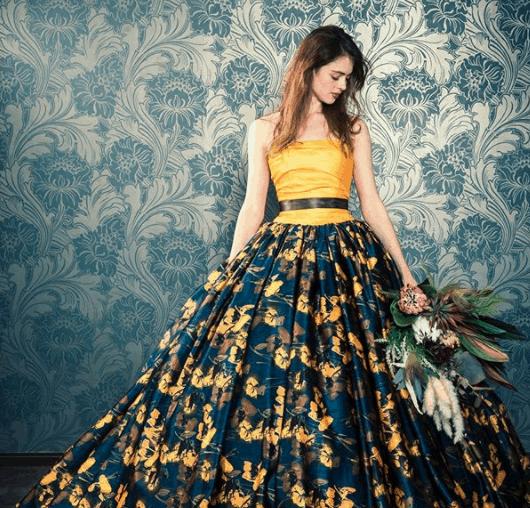 華やかさがゲストの目を引く♡最新版バイカラードレス15選のカバー写真