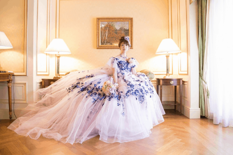 桂由美のカラードレスが可愛すぎる♡人気のデザインを一挙公開!のカバー写真