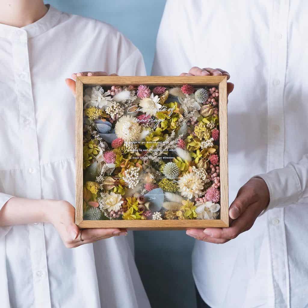 木婚式には贈り物や記念品を♡結婚5周年の結婚記念日を夫婦でお祝いしようのカバー写真