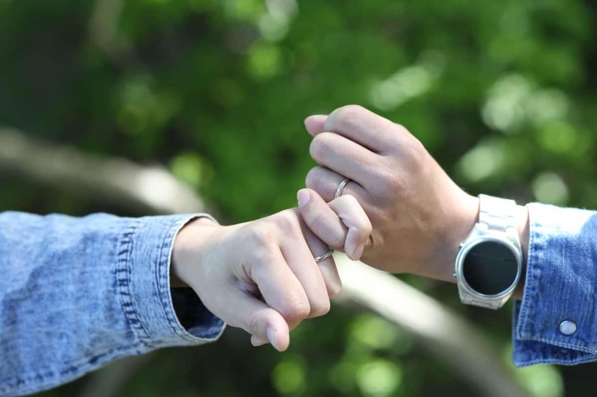 結婚指輪っていつからつけるもの?先輩花嫁さんたちが選んだタイミングのカバー写真