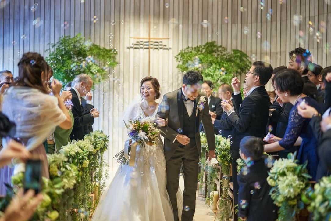 結婚式の挙式スタイル総まとめ♡教会式・人前式・神前式・仏前式の流れや費用は?のカバー写真 0.6666666666666666