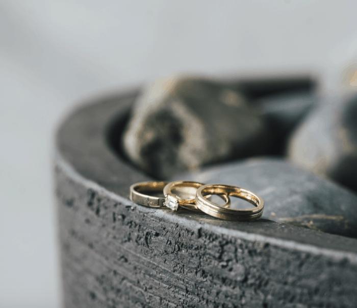 婚約指輪の人気デザイン集35選|デザインの種類や選ぶポイント・相場も紹介のカバー写真 0.8614285714285714