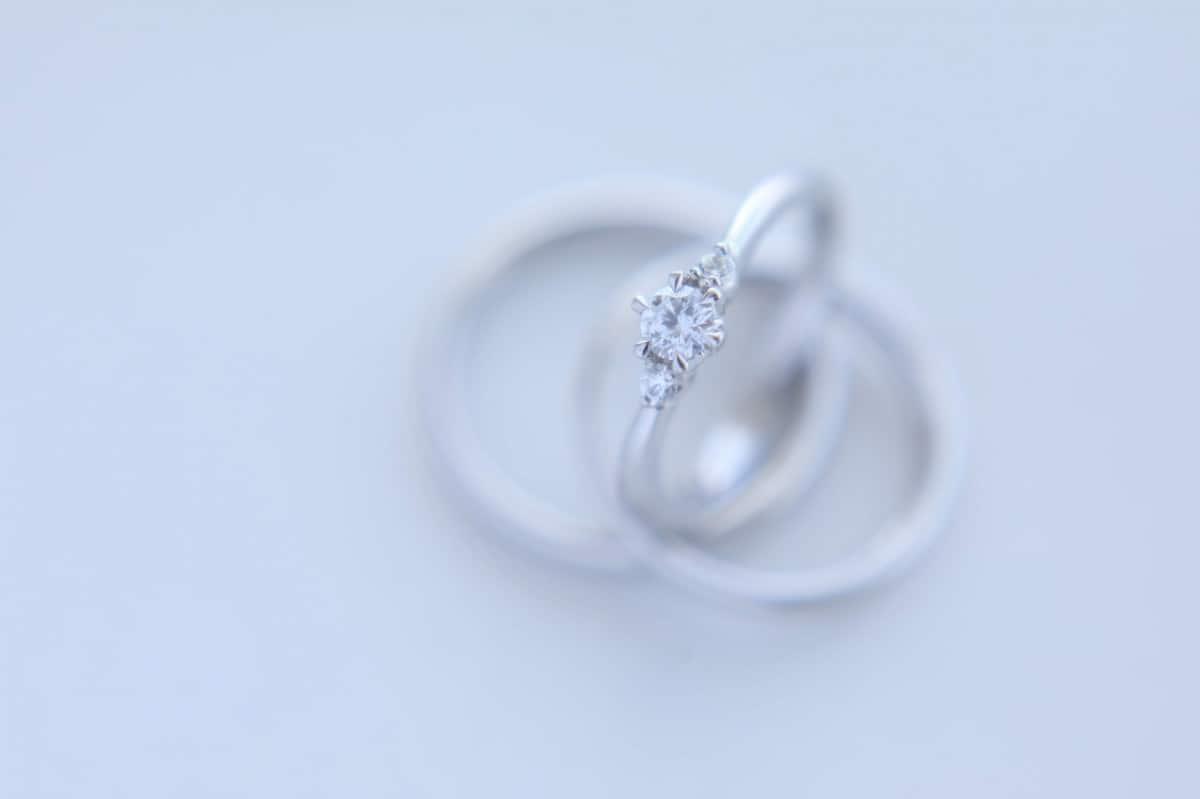 婚約指輪の選び方は先輩夫婦に学べ!おすすめのブランドから人気のデザインまで一挙紹介♡のカバー写真