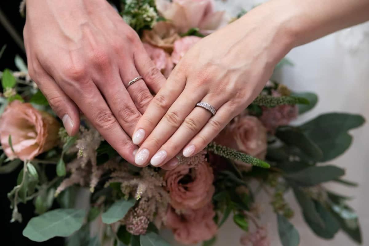 結婚指輪の選び方はこれで完璧♡先輩夫婦から学ぶ10のポイント~ブランド・デザイン・相場~のカバー写真