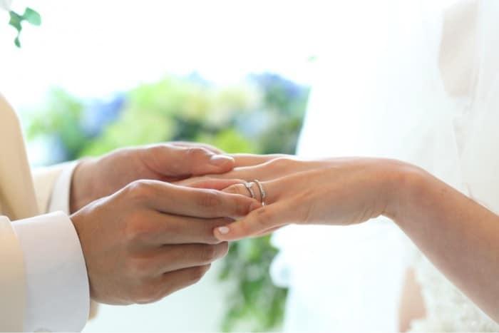 結婚指輪・婚約指輪探しのお役立ちブログ7選♡【先輩花嫁はこう選んだ!】のカバー写真