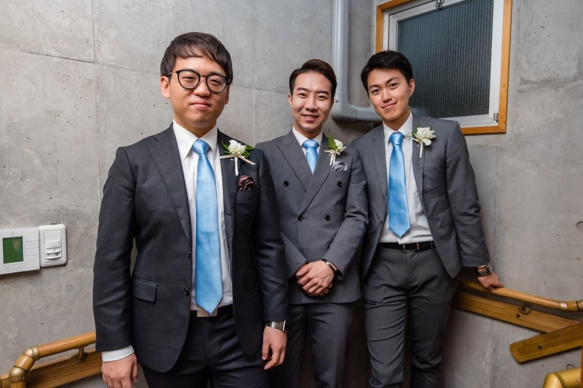 結婚式にグレースーツで参加したい!選ぶコツ&おすすめ着こなし特集のカバー写真