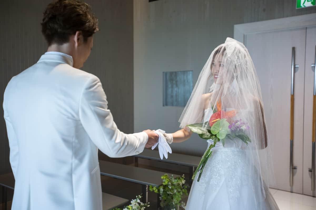 少人数専門の「小さな結婚式」って実際どうなの?先輩花嫁の口コミ*プラン詳細からメリット&デメリットまで大特集のカバー写真 0.6658333333333334