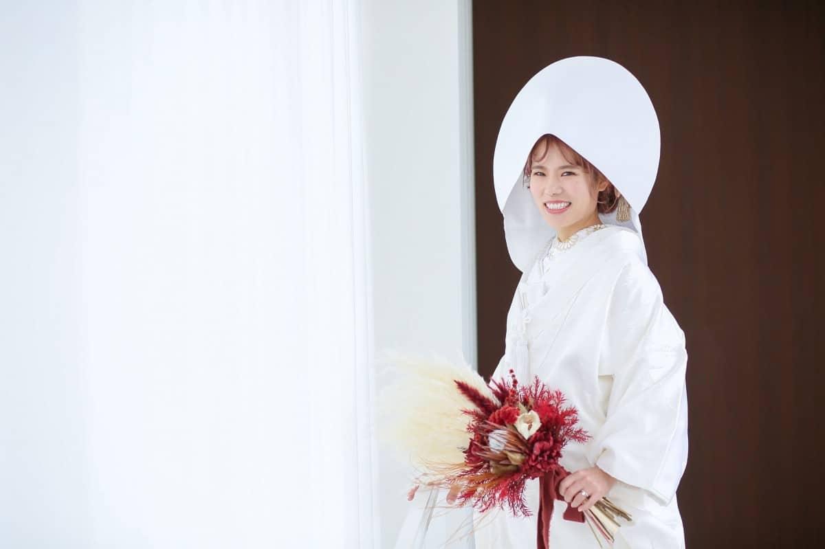 白無垢×綿帽子×洋髪スタイル15選♡理想の白無垢姿になるポイントのカバー写真 0.6658333333333334