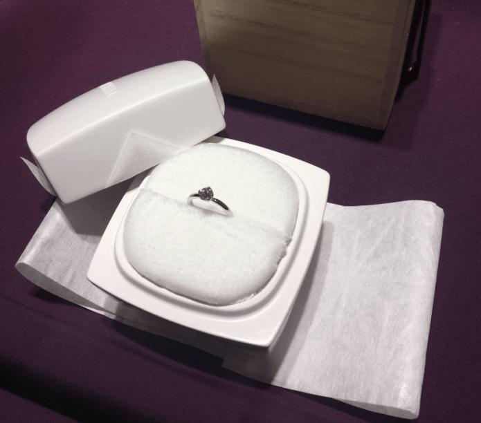 プロポーズに指輪は必要?費用相場とおすすめの婚約指輪ブランド16選のカバー写真 0.8805755395683453