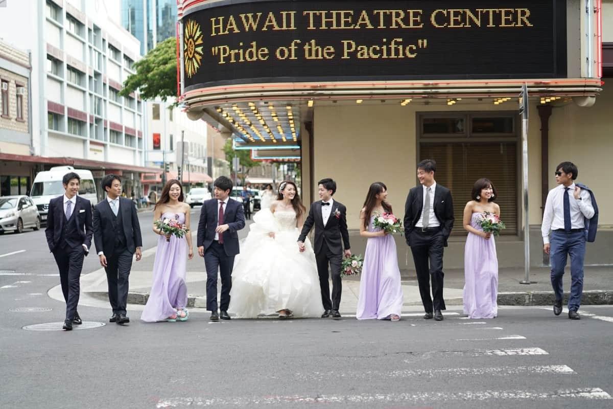 結婚式にストライプスーツはOK?おすすめの着こなし&柄物スーツ!のカバー写真 0.6666666666666666