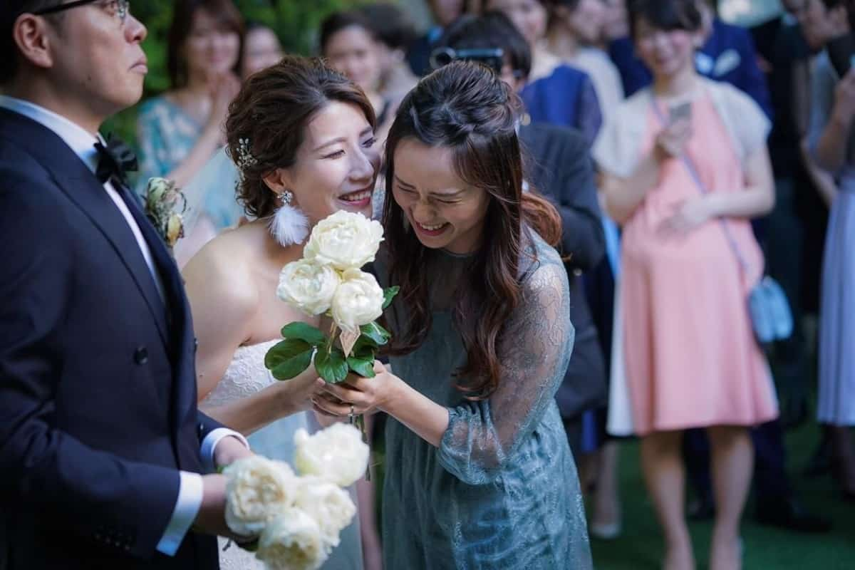 結婚式のお呼ばれドレスは緑・グリーン系を♡色味&注意点・おすすめドレスをたっぷり紹介*のカバー写真