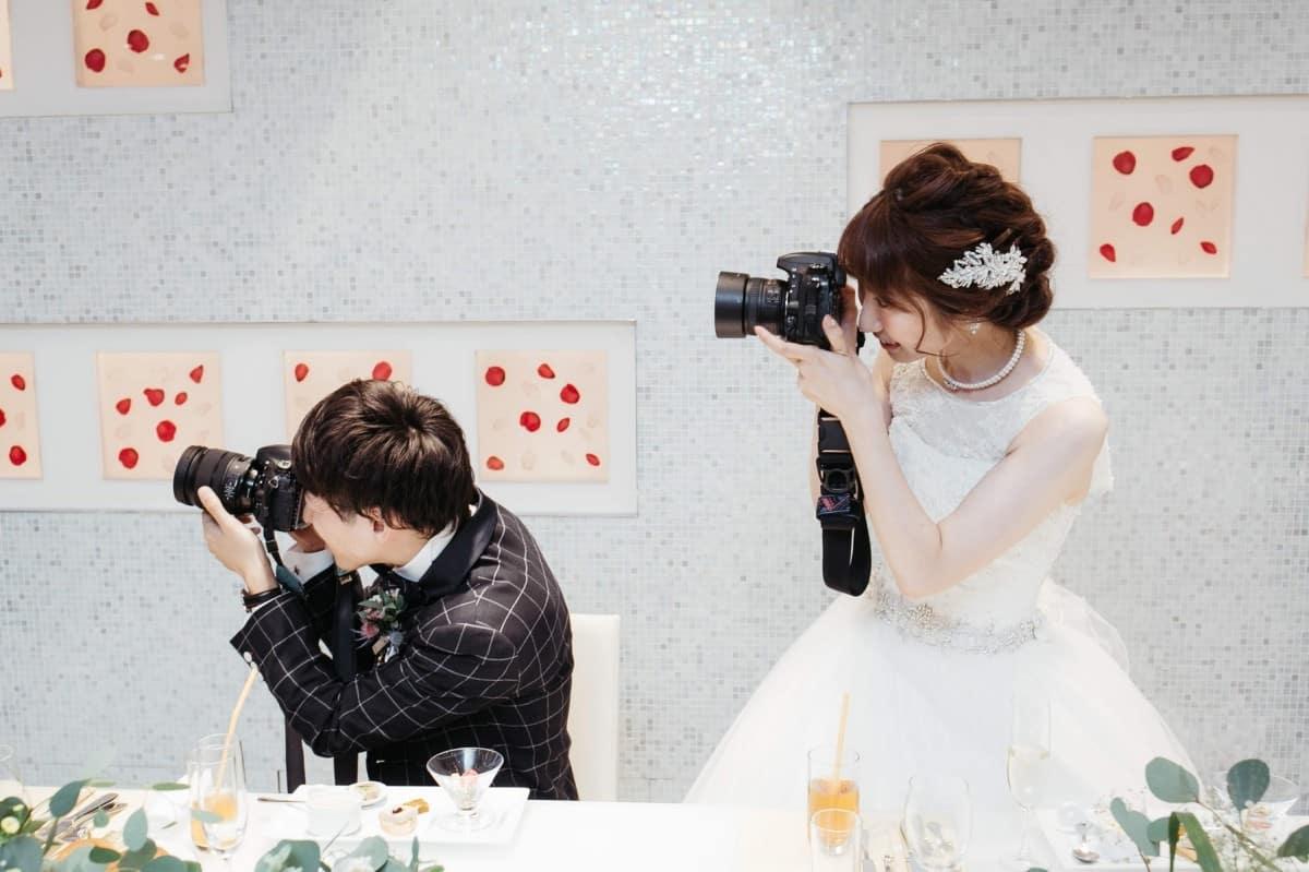 結婚式の写真どうやって共有する?みんなが使ってるおすすめアプリ14選♡のカバー写真