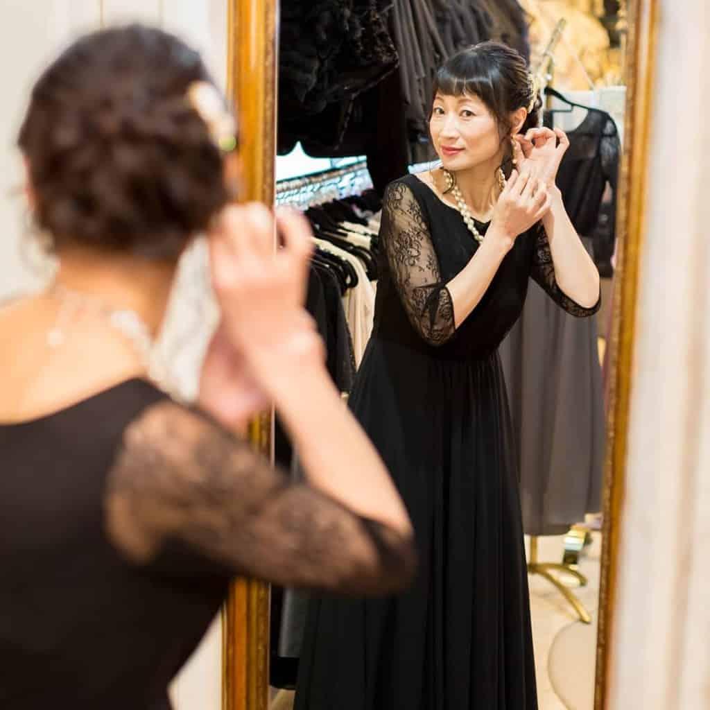【結婚式】母親向けドレスのレンタルショップおすすめ7選♡マナーや注意点もチェック!のカバー写真