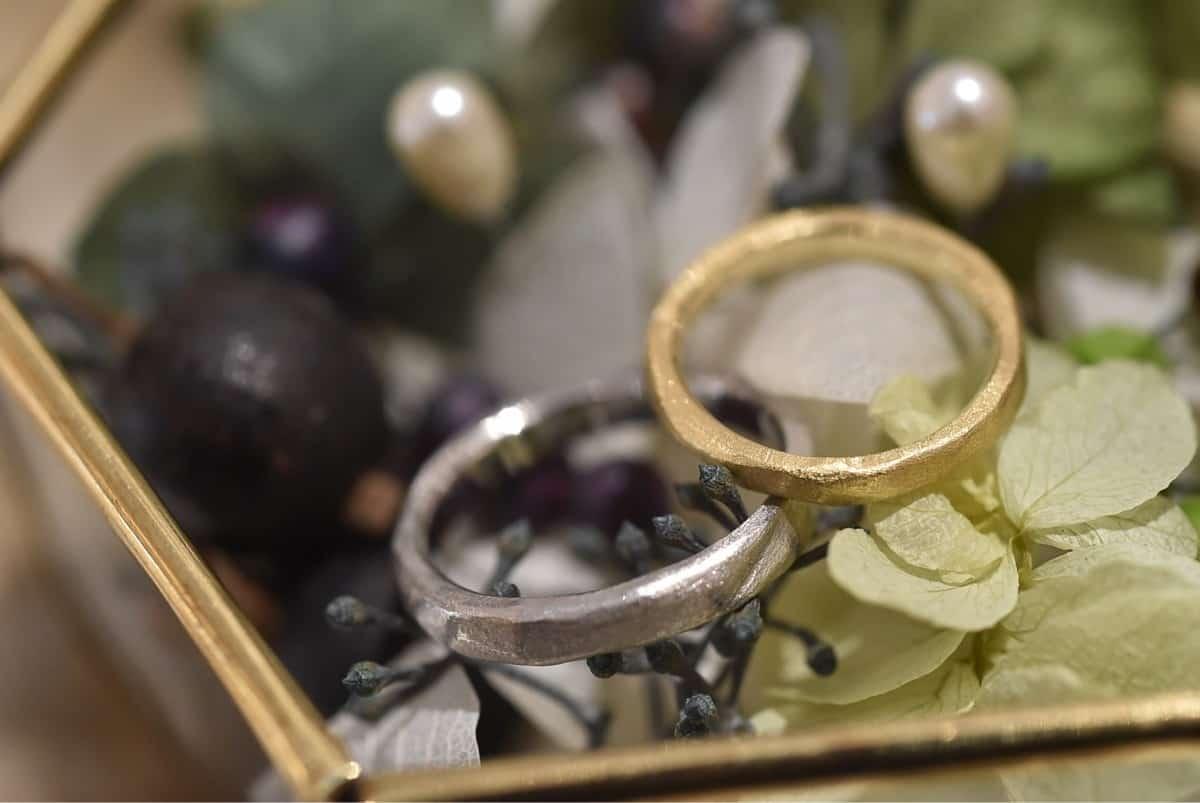 ベルシオラってどんなブランド?指輪・ネックレス・ピアスを紹介【アンティーク好きの花嫁さま必見】のカバー写真 0.6691666666666667