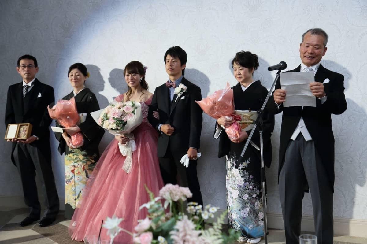 【新郎父の挨拶】ゲストの心に残る♡結婚式の締めくくりにふさわしい話し方と挨拶例文のカバー写真 0.665