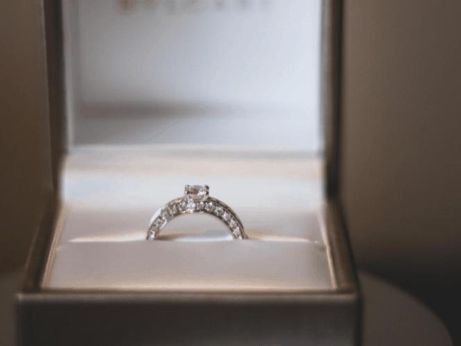 人気なパヴェリングの婚約指輪・結婚指輪21選♡ダイヤモンドの輝きをまとえるのカバー写真 0.7515060240963856