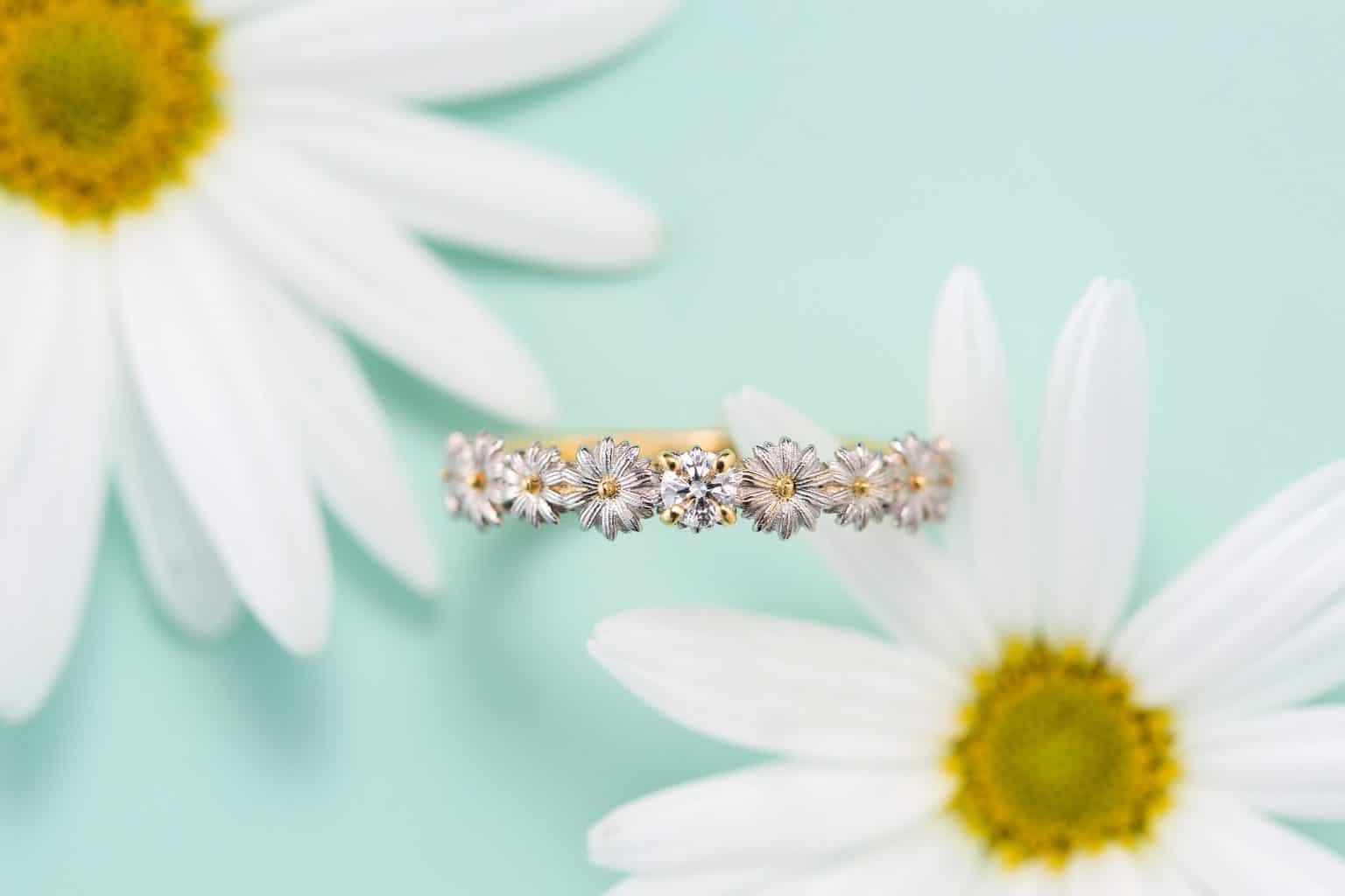お店に行かず自宅で気軽に指輪が試着&購入できるブランドって?今なら「おうち結婚式セット」プレゼントも♡のカバー写真 0.6666666666666666