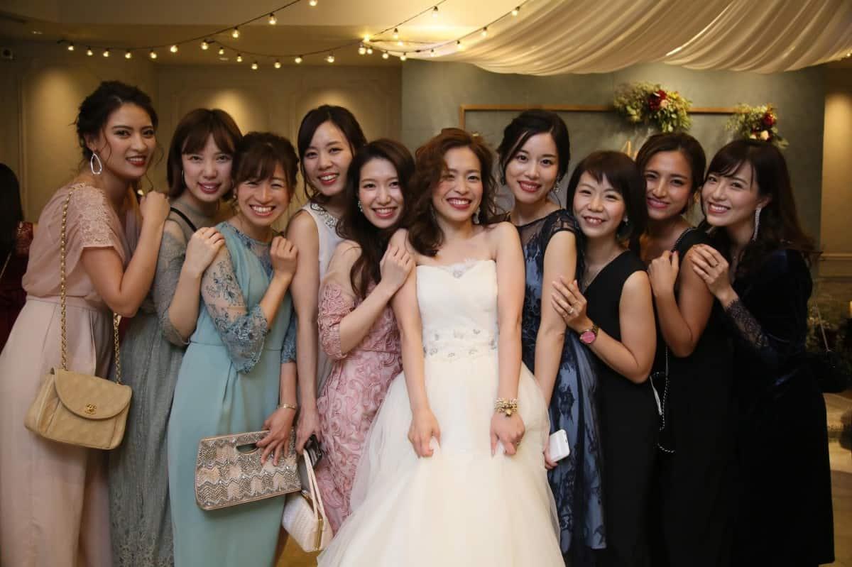 結婚式ドレスの人気色は?お呼ばれドレスの色の選び方♡のカバー写真 0.6658333333333334
