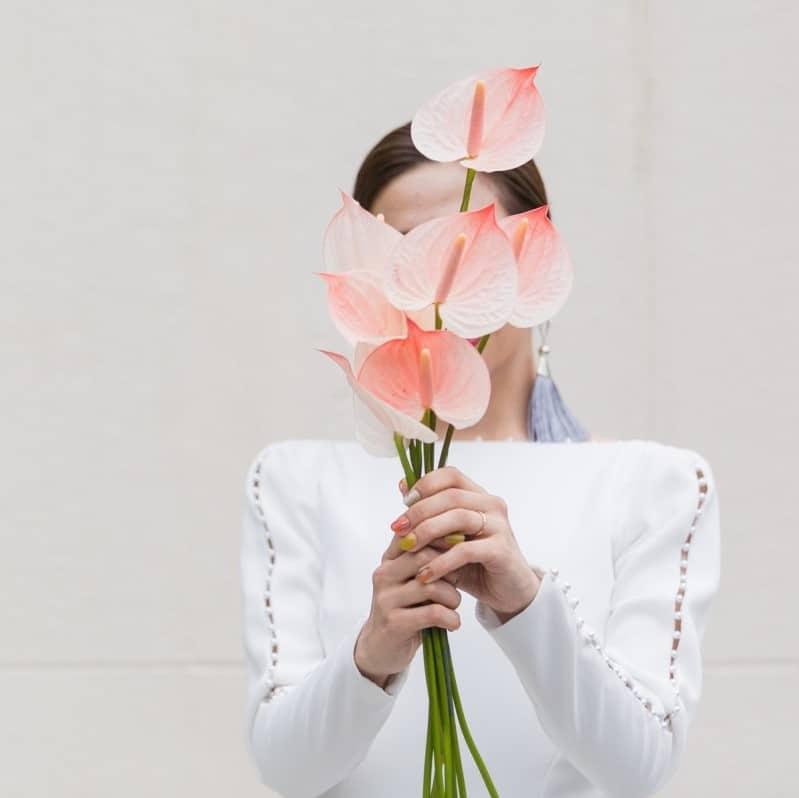 大人花嫁に使ってほしいお花はコレ♡デザイン性の高いおしゃれな装花6選♡のカバー写真