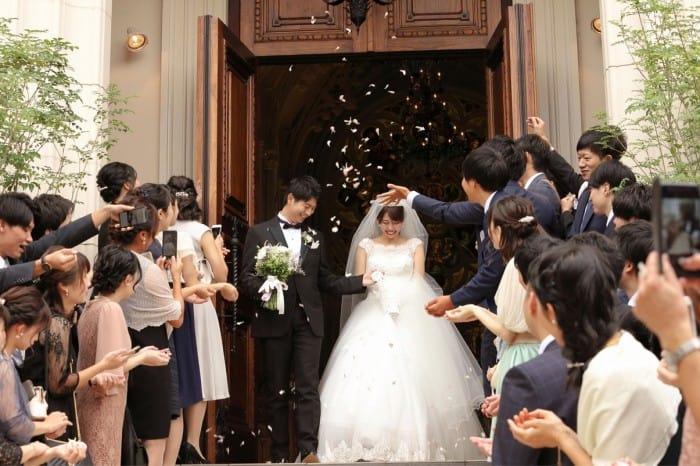 結婚式に上司を招待する?しない?マナーやスピーチを依頼する場合の注意点のカバー写真