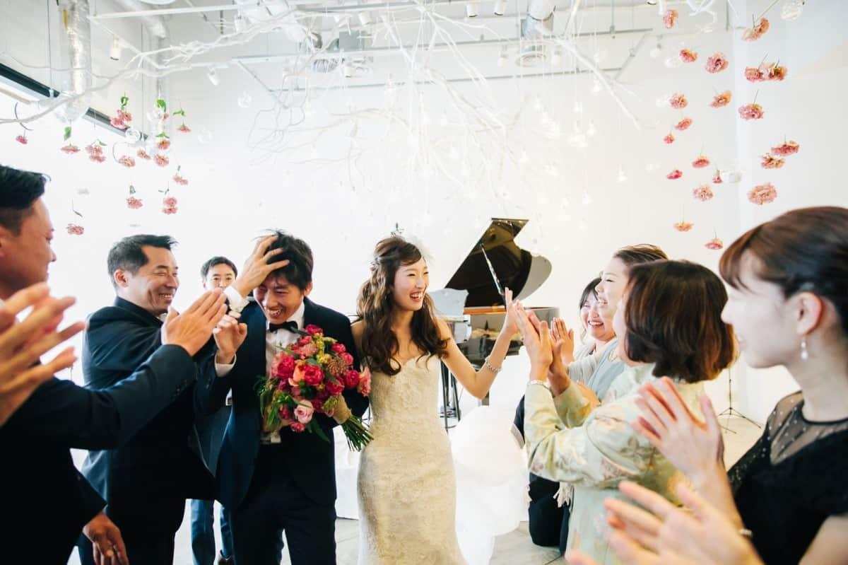 結婚式の退場曲のおすすめ曲22選!選ぶポイントや邦楽・洋楽も紹介のカバー写真