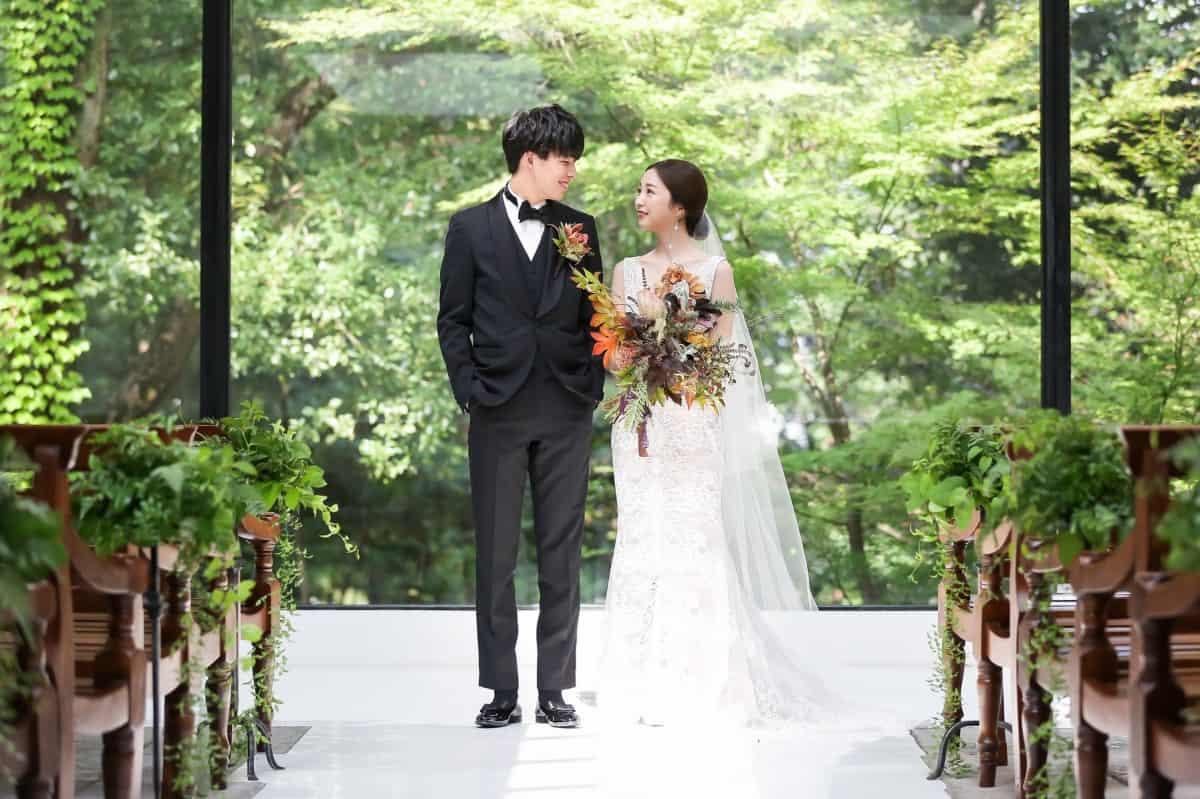 結婚式を平日に挙げるのはおかしいの?メリット・デメリットを紹介♡のカバー写真 0.6658333333333334