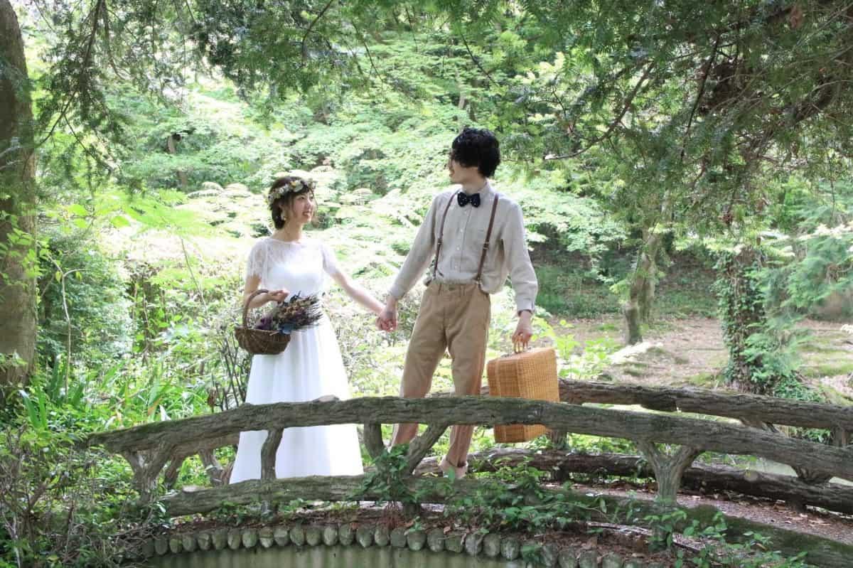 結婚式の場所を決める5つの方法【地元が違うふたりの結婚式の場所探しガイド】のカバー写真 0.6658333333333334