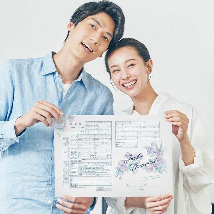 ハナユメが無料配布中♡お洒落で可愛い!オリジナル婚姻届&入籍記念カードのカバー写真
