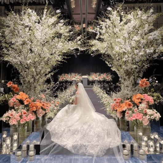 「装花」のアイディアが必ず見つかる♡韓国花嫁さんの会場装飾30選*のカバー写真 1.0037735849056604