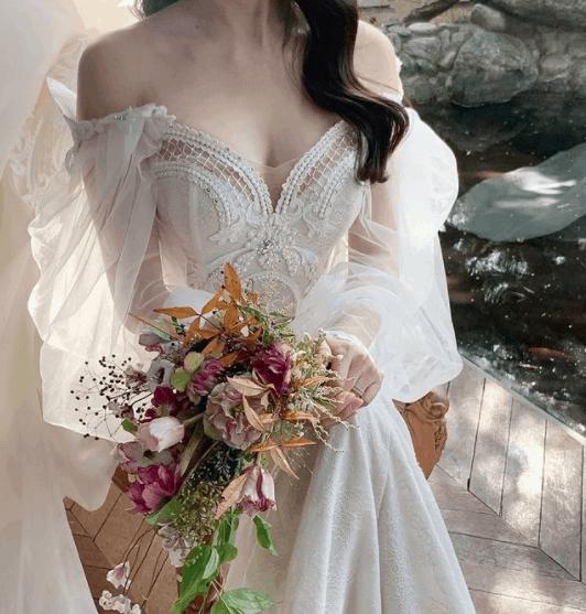 次に流行るドレスはコレ!韓国で人気の『ギャザー・シアー袖』デザインドレス20選♡のカバー写真 1.0469924812030076